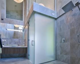 [:ru]Высокая, полностью облицованная плиткой ,приятным цветом, ванная комната. Дом на продажу. Новая Зеландия[:en]This high bathroom is fully tiled in pleasant shades. Home purchase NZ.[:de]Das hohe Badezimmer ist komplett mit Fliesen in angenehmen Farbtönen ausgestattet. Hauskauf NZ.