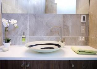 (deutsch) Detailansicht: Ausschnitt aus einem der Badezimmer. Haus zu verkaufen in NZ.