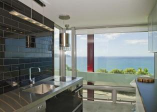 (deutsch) Eine tolle Küche in NZ, mit außergewöhnlichem Ausblick auf den Ozean. Haus zu verkaufen.