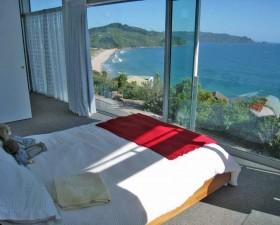 [:ru]Купить дом в Новой Зеландии. Спальня с видом на море[:en]House buying in NZ: Sea View Bedroom[:de]Haus kaufen in Neuseeland. Schlafzimmer mit Meeresblick