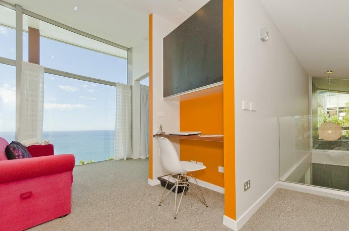 In the penthouse there is a small, friendly furnished office available. Internet throughout the house. Buy New Zealand property.